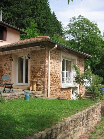 Charmante maison à la campagne - Thizy-les-Bourgs - Casa