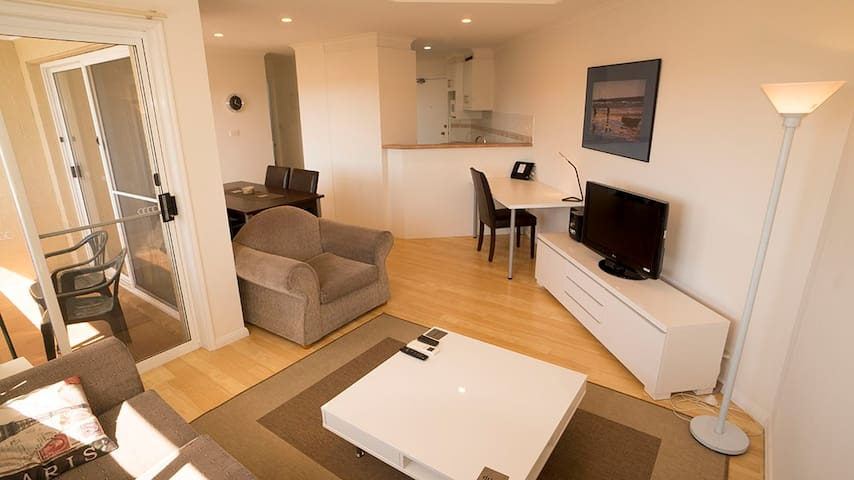 Fully Self-Contained City 2 bedroom