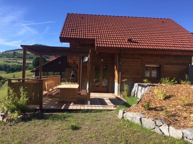 Chalet capacité 2 à 8 p.  piscine intérieure sauna
