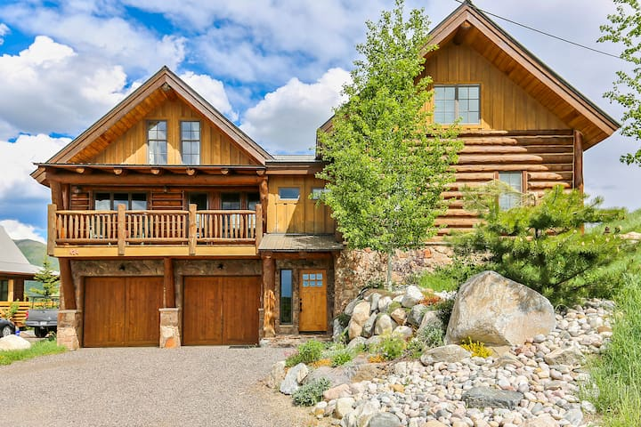 Howelsen Home: Perched above downtown Steamboat