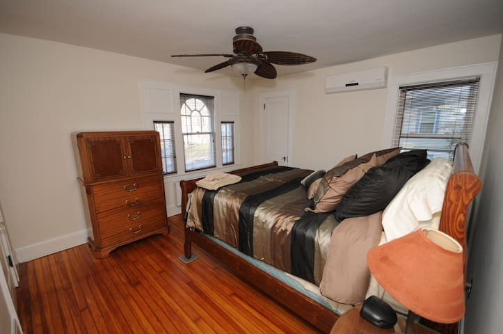 Private room in Somerville centrally located 2. - Somerville - Huis