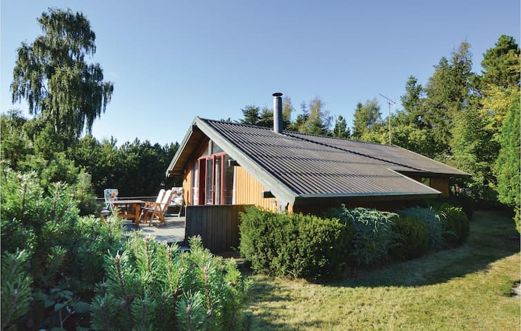 Holiday cottage with 1 bedroom on 58m² in Højby