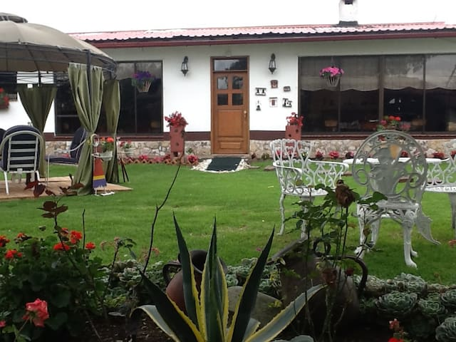 Amplia y hermosa casa con jardines y prados - Cota - Casa