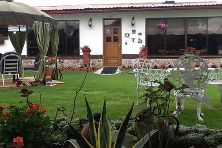 Amplia y hermosa casa con jardines y prados - Cota