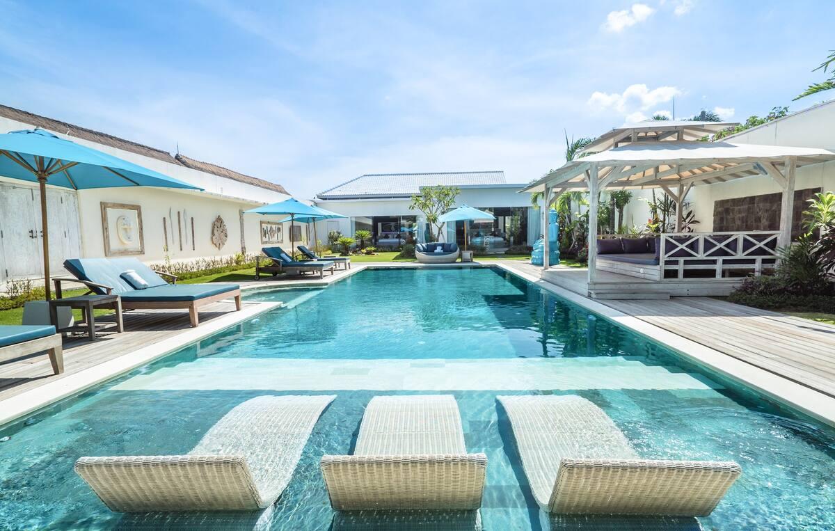 Stunning Modern Villa in Seminyak with a Huge Pool