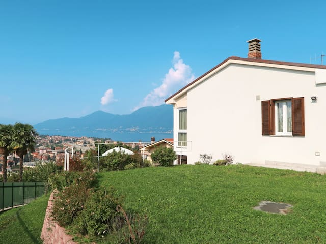 Holiday home in a panoramic position with lovely views