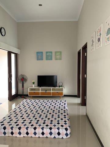 Ruang keluarga lantai 2. 2nd floor Living Room.