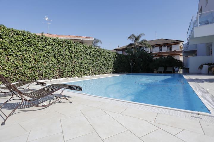 Path House - Seaview Luxury Apartment