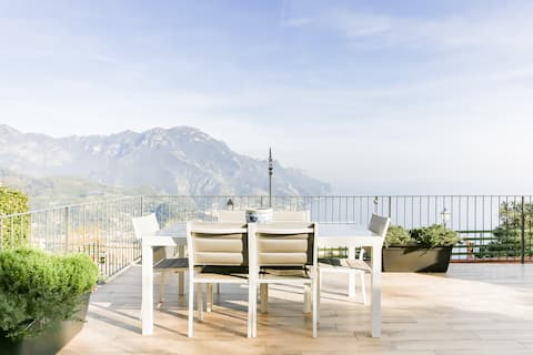 Modernized Hillside Apartment with Sea Views in Ravello
