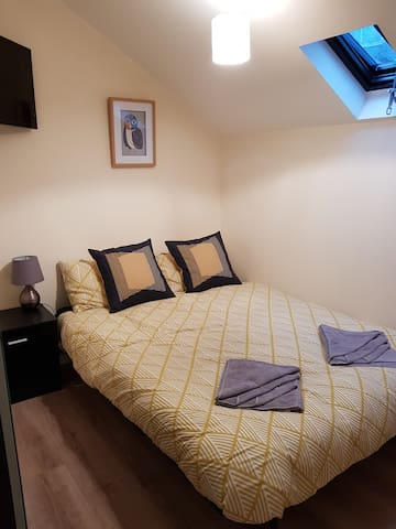1 - MALTINGS, GUEST HOUSE, BA4 5BL,  ROOM - 3