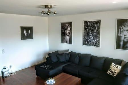 Big apartment with townhouse feelin - Lidingö - Apartamento