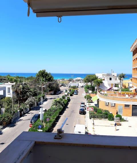 Gallipoli, beachfront studio apartment in Baia Verde