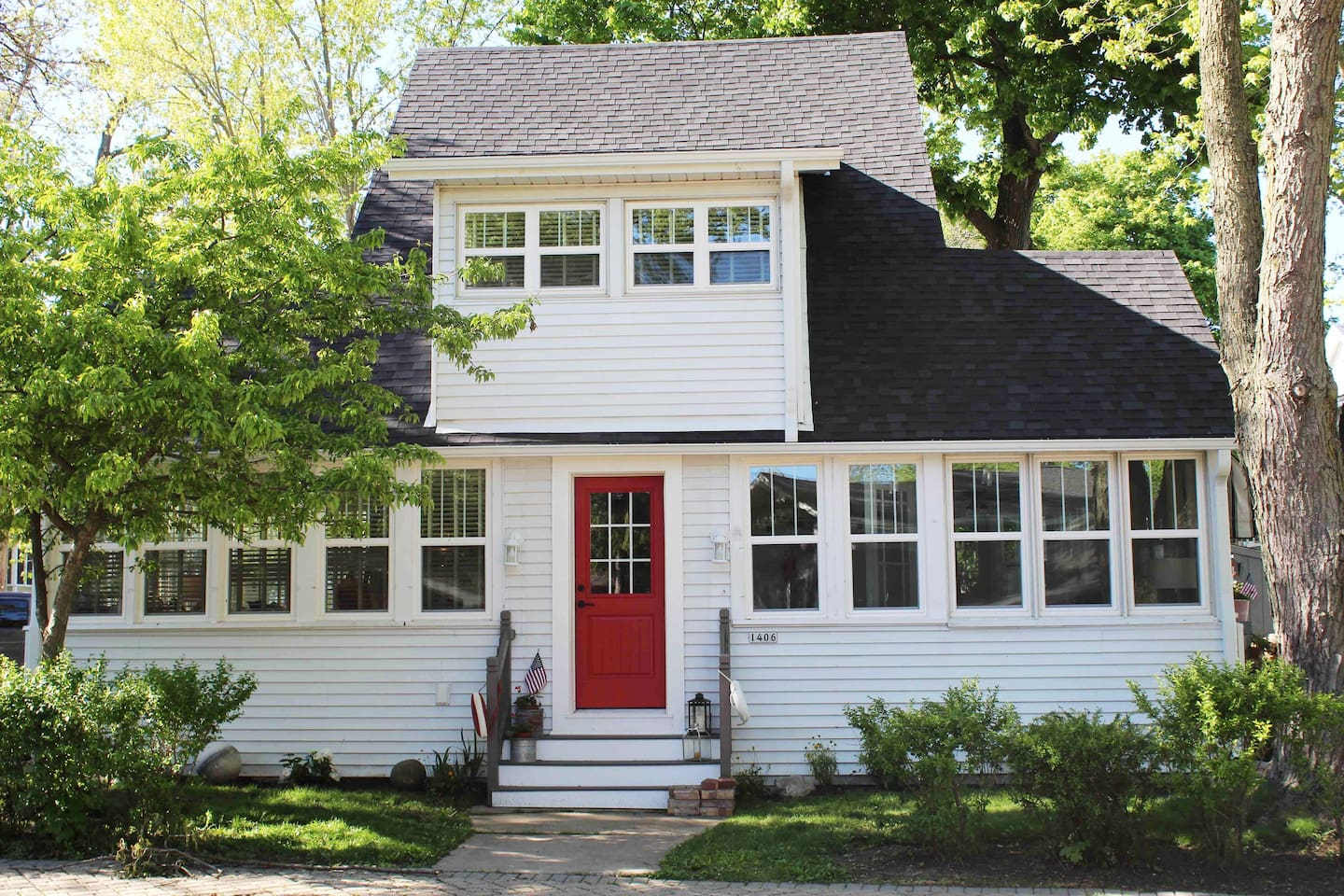 The front of the newly renovated cottage on Indian Trail in the infamous assembly park! This cottage is the perfect destination for family gatherings, wedding parties or a weekend getaway!