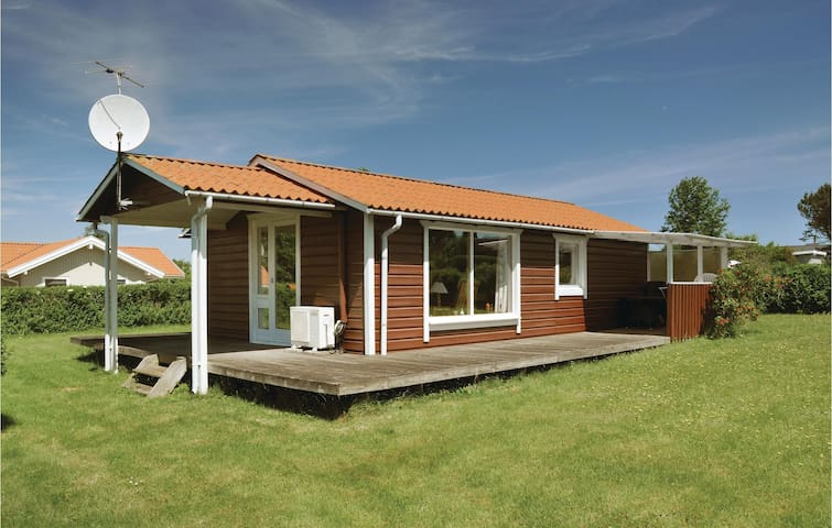 Holiday cottage with 2 bedrooms on 49m² in Bogense