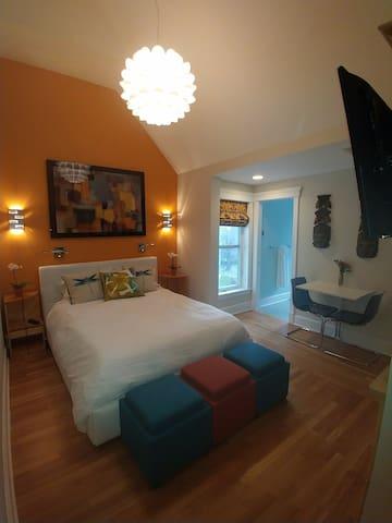 Minerva Inn - Saffron Suite - Capitol Hill