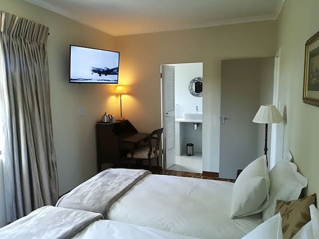 CAPE DAWN GUEST HOUSE (2)
