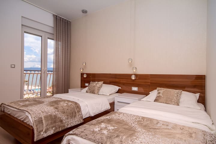 Bedroom No6 and No7 with two single beds, en suite, balcony, A/C