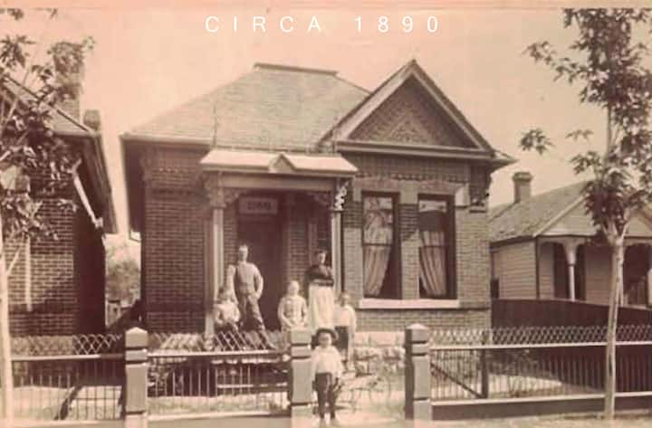 Classic 1890, totally renovated, Downtown Bungalow