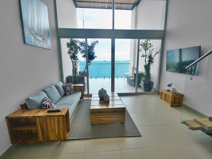 Special - Oceanfront 1 Bedroom loft with VIEWS!