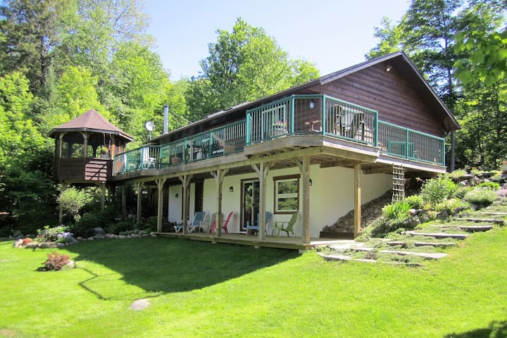 4 Bedroom Year Round Cottage On A Quiet Lake