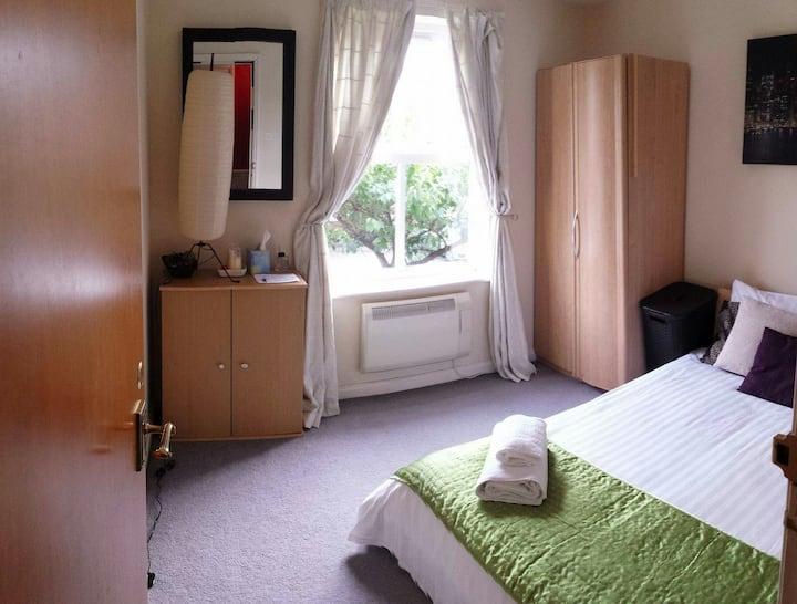 Warm bedroom close city cente