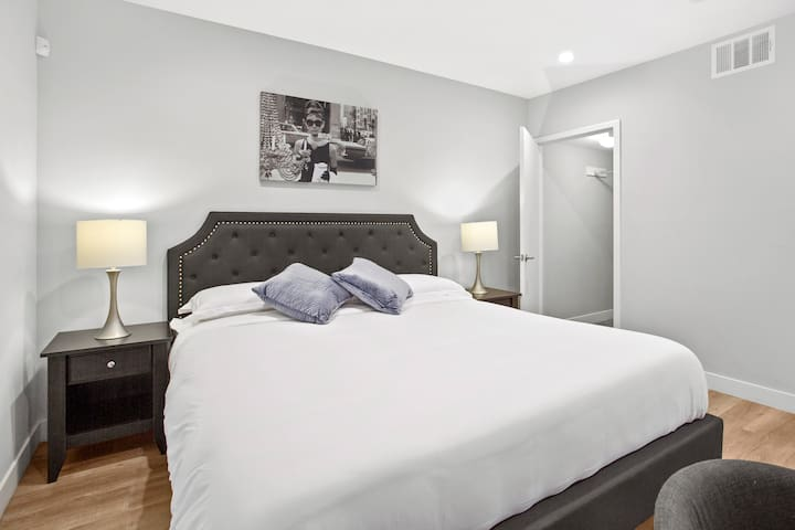 King sized bed with high quality linens