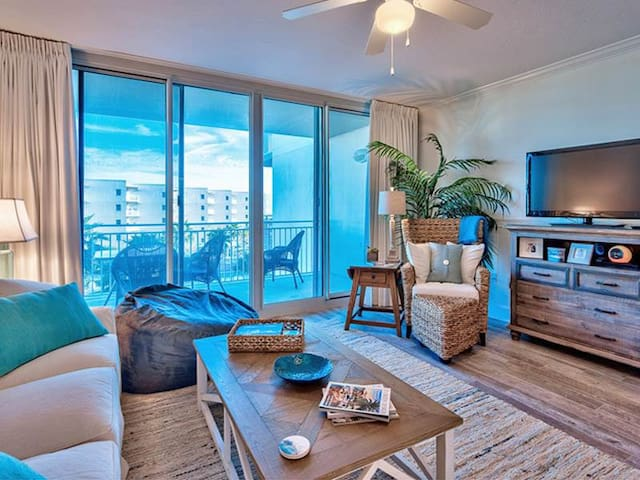 Picturesque condo on Okaloosa Island! Free beach chairs! Children's playground + two hot tubs on-site!