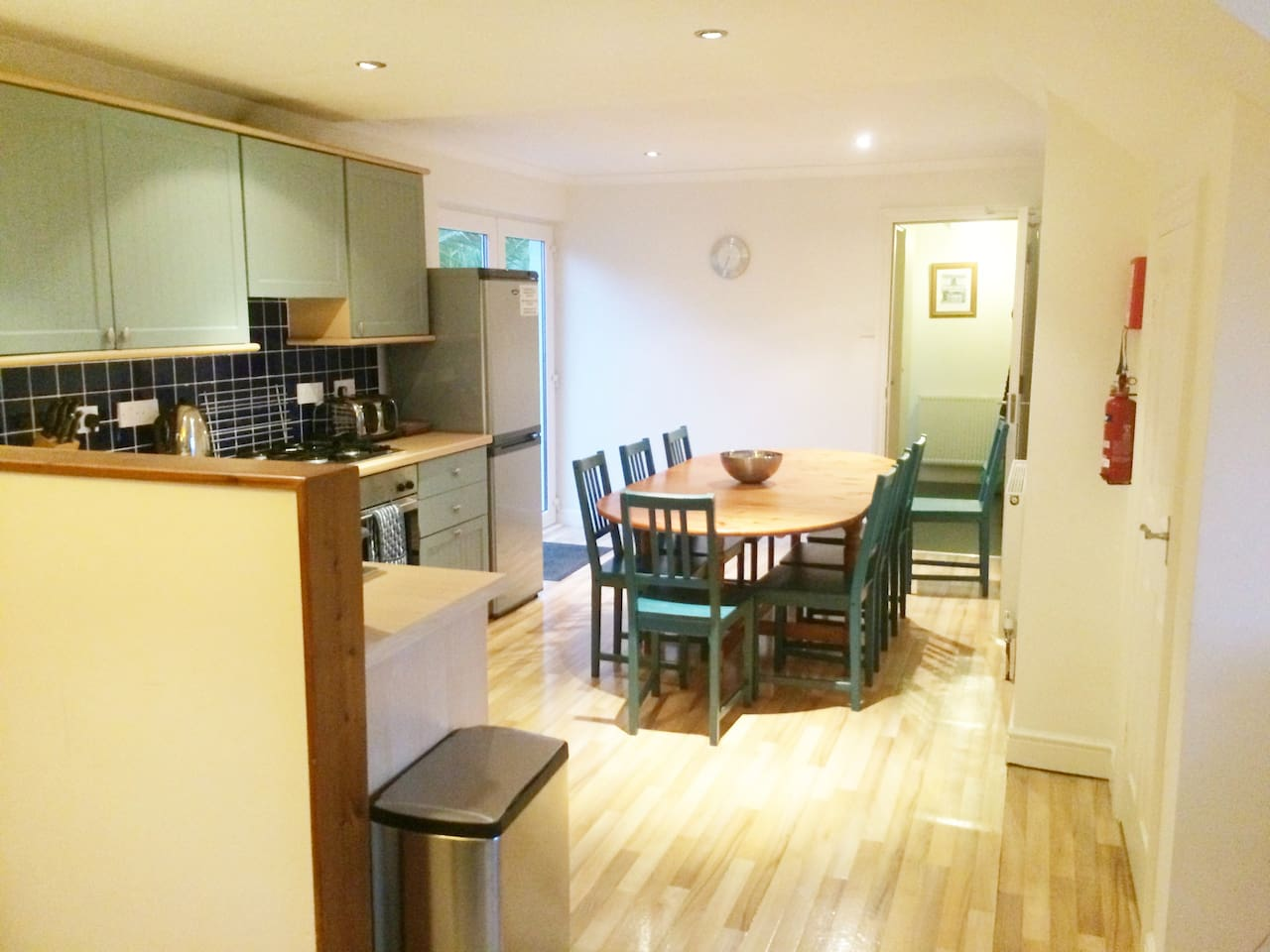Large open plan and fully equipped kitchen
