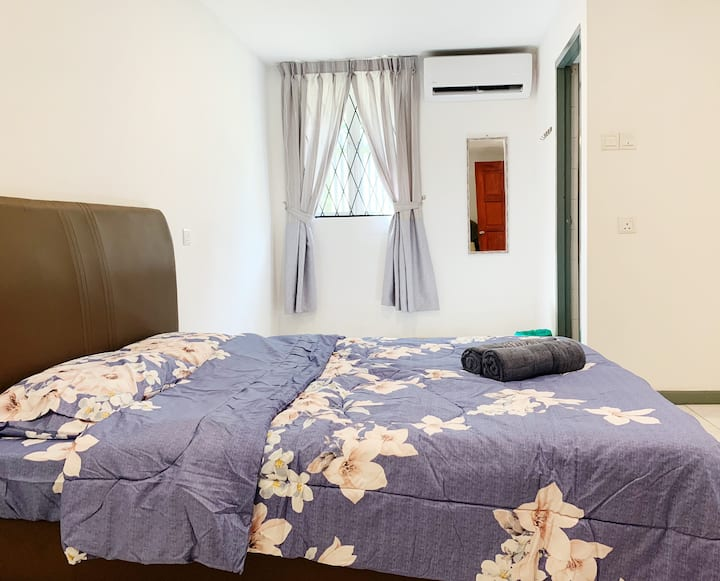 Cosy 1 Private Queen sized bed in Luyang (Unit2)