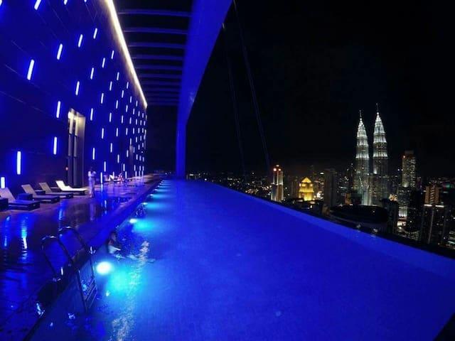360°KLCC View(M+)2min metro|∞Pool|Family|Karaoke