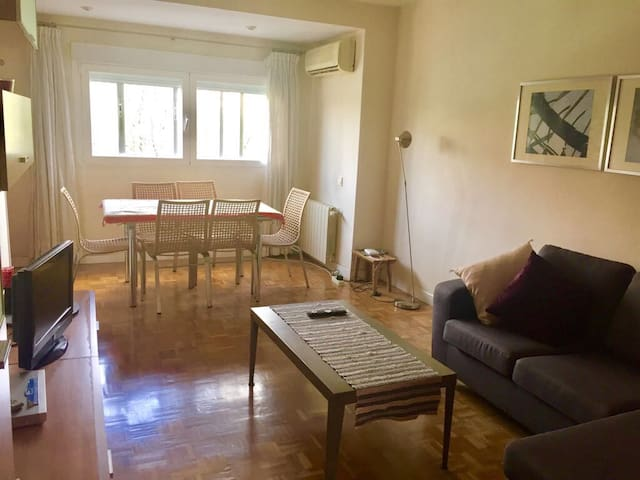 3 bedrooms, A/C, great connection airport & center