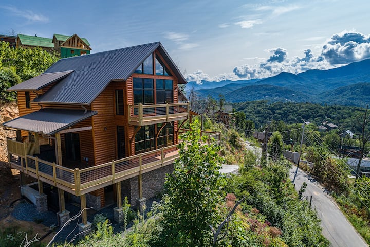 BRAND NEW North Skyline Chalet. BREATHTAKING views