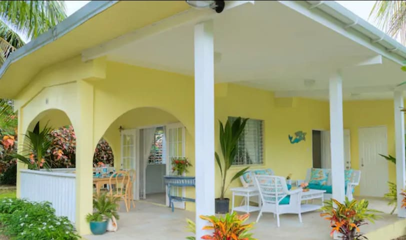 Charming 2-Bedroom Private House in Holetown