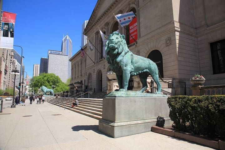 The Art Institute of Chicago-1.3 mile or 5 min Uber/Lyft ride