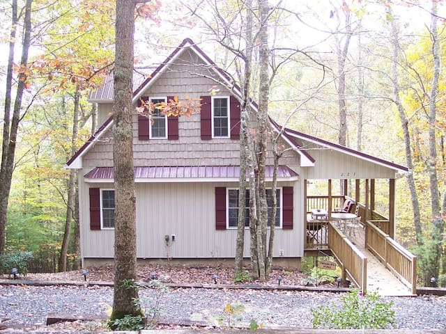 Private, peaceful wooded retreat - Lansing - Rumah