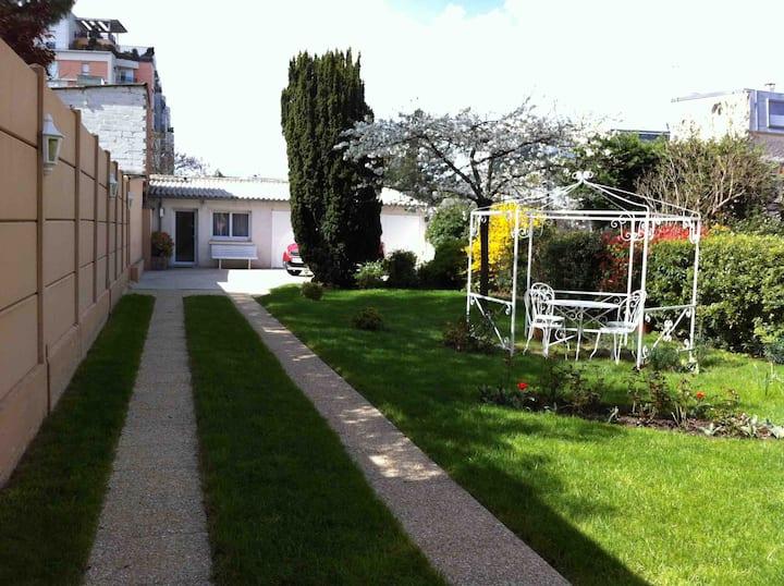 Studio La Défense au coeur d'un grand jardin