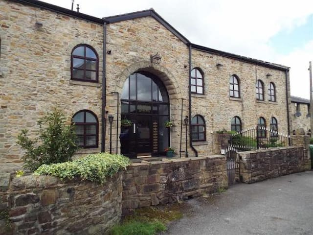 3 Bed Penthouse Apartment in Beautiful Summerseat