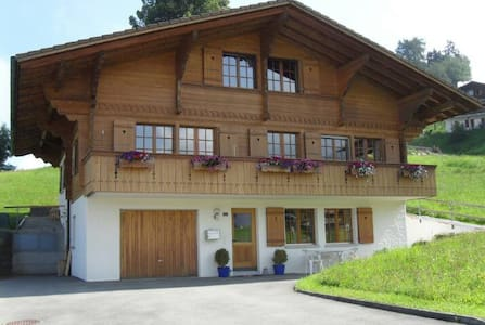 37th Heaven! Stay in a Swiss Chalet - Niesen room - Aeschiried