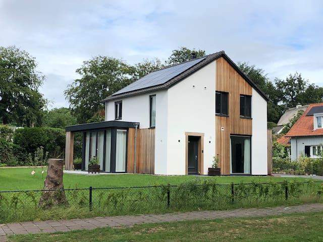 Royale vrijstaande woning aan de bosrand (Velp)