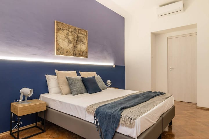 Precious Room with Private bathroom ★Prussian Blue ★Free Wifi