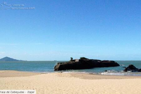 Apartamento Praia de Cabeçudas  frente para o mar