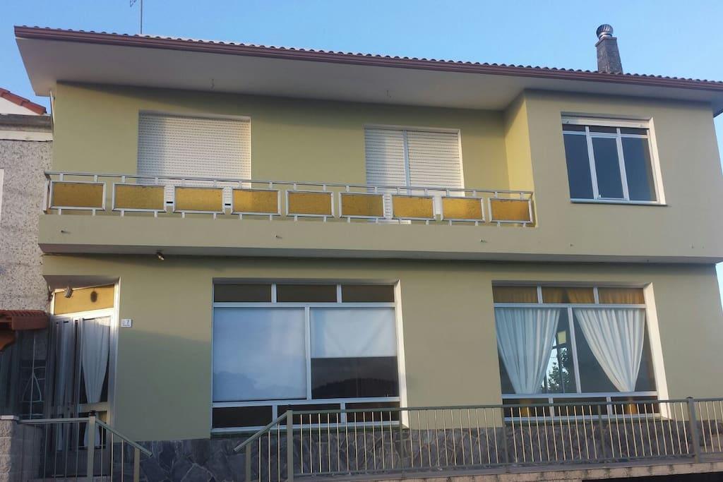 Fachada de la casa donde se encuentra el apartamento