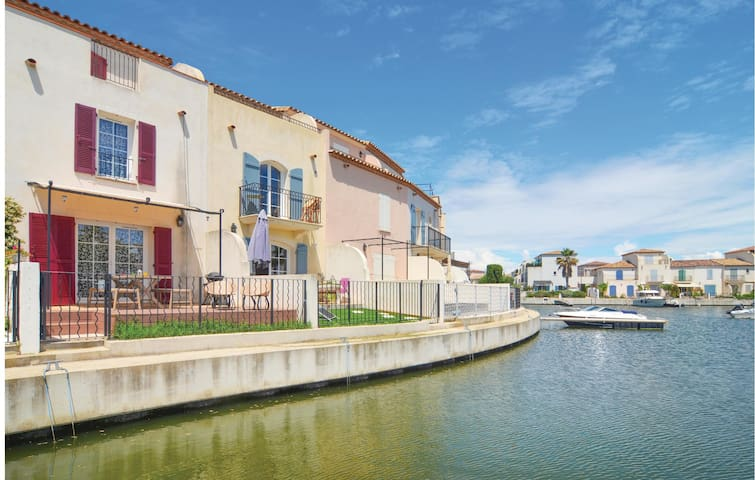 Holiday apartment with 2 bedrooms on 75m² in Aigues-Mortes
