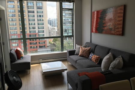 Trendy condo-2 blocks to the beach! - Vancouver
