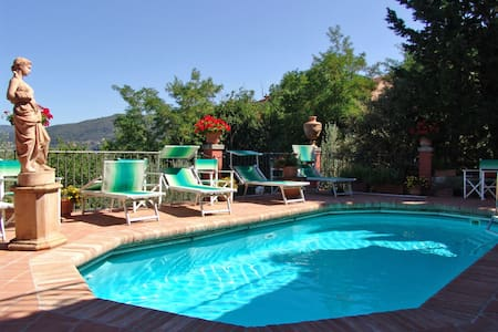 Casa Vania, sleeps 6 guests in Donnini - Donnini
