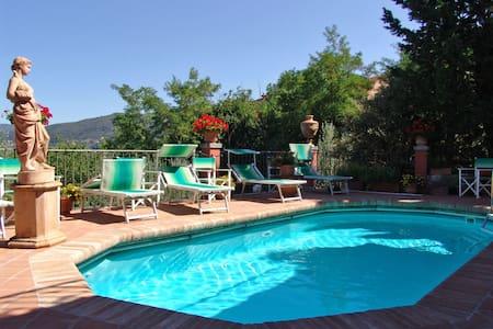 Casa Vania, sleeps 6 guests in Donnini - Donnini - Villa