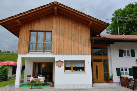 A holiday home for six people on the edge of the Alps. You will enjoy sole occupancy.