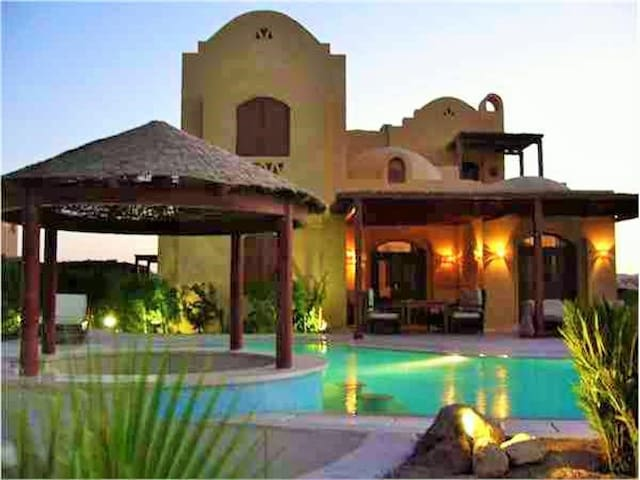 Villa Safira with heated pool, jacuzzi and lagoon