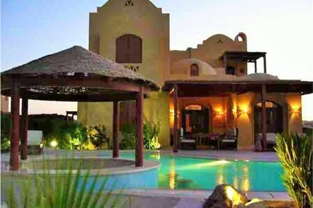 Villa Safira with heated pool, jacuzzi and lagoon