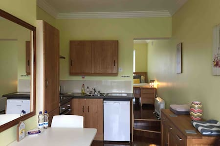 Studio apt in Drogheda town center with parking